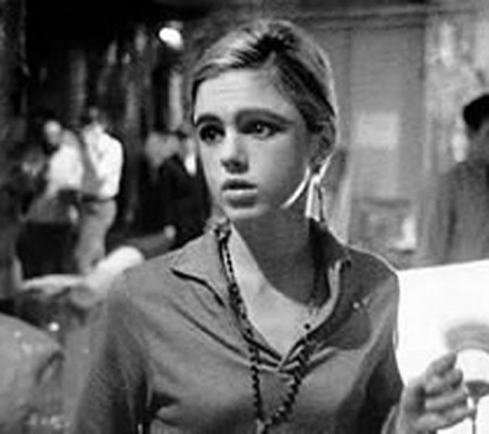 Superstar: Black-and-white photograph of Edie Sedgwick with out-of-focus people in the distance
